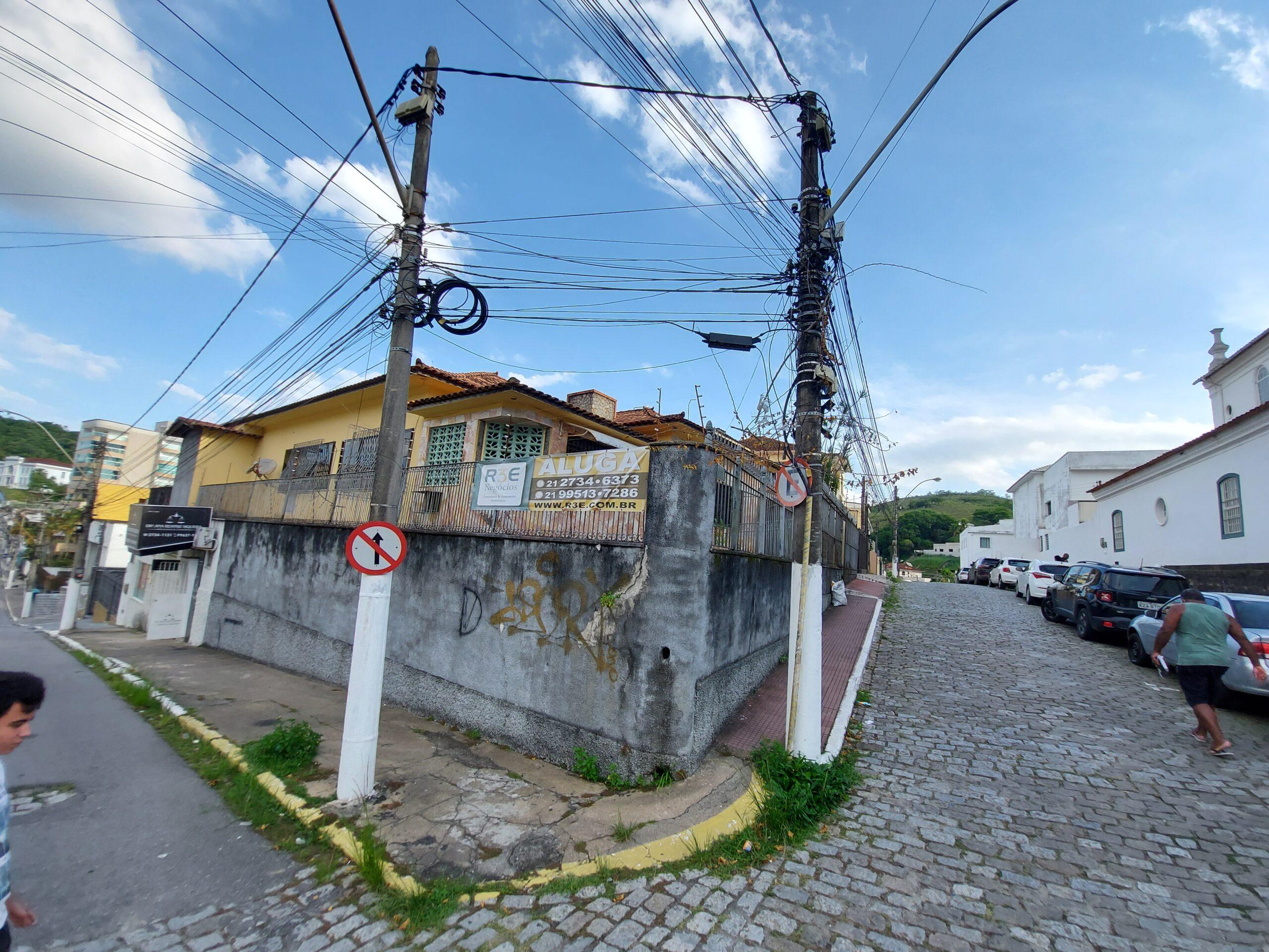 Casa na Praça Fonseca Portela – Centro